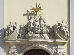 Holy Trinity statue over the door of the Inner City Parish-Church (or Downtown Parish Church) - Budapešť, Maďarsko