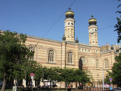 "Dohány Street Synagogue (in Hungarian ""Dohány utcai zsinagóga"", also known as the Great Synagogue) - Budapešť, Maďarsko"