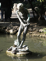 "Statue of a  ""Crab fishing boy"" (in Hungarian ""Rákászfiú"") - Budapešť, Maďarsko"