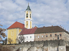 Remains of the medieval castle and the city walls, ant the building complex of the Holy Cross Francisian Church and Monastery - Vác (Vacov), Maďarsko