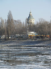 The Margaret Island and its Water Tower in winter - Budapešť, Maďarsko