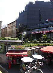 Underpass on the Nyugati Square and the Skála Metró shopping center - Budapešť, Maďarsko