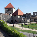 "Courtyard of the inner castle, and also the Old Tower (""Öregtorony"") and the vaulted gateway (in the background) - Sümeg, Maďarsko"