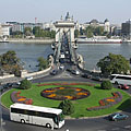 Roundabout on the Danube bank in Buda, on the square between the Széchenyi Chain Bridge and the entrance of the Buda Castle Tunnel - Budapeşte, Macaristan