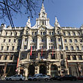 The front wall of the five-storey eclectic (Italian renaissance) style New York Palace - Budapeşte, Macaristan