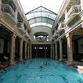 The indoor swimming pool of the Gellért Bath - Budapeşte, Macaristan