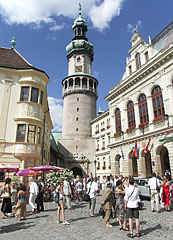 People are gathering for a wedding feast in the main square, in front of the City Hall and the Firewatch Tower - Sopron, Macaristan