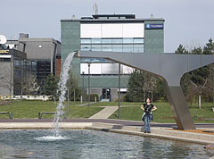 Modern style artificial waterfall at the small pond surrounded by office buildings - Budapest, Hungría