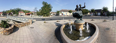 Main Square, fountain - Mogyoród, Hungría