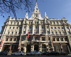 The front wall of the five-storey eclectic (Italian renaissance) style New York Palace - Budapest, Hongrie