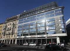 EMKE Business Center, a modern all-glass office building on the side of the former Hotel Orient - Budapest, Hongrie