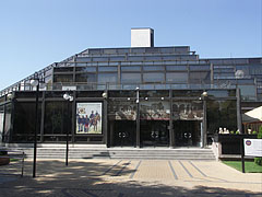 Honvéd Cultural Center, a relatively modern style smoke glass covered building - Budapest, Hongrie