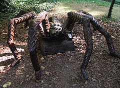 Giant wood-carved spider sculpture - Budapest, Hongrie