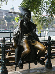"""Little Princess statue (in Hungarian """"Kiskirálylány"""") on the Danube promenade - Budapeszt, Węgry"""