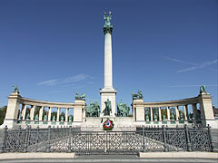 The Millenium Memorial with the Hungarian Heroes' National Memorial Stone - Budapeszt, Węgry