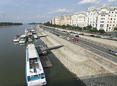 Riverbank of the Danube at Újlipótváros neighborhood, viewed from the Margaret Bridge - Budapeszt, Węgry