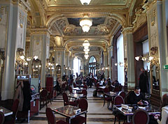 The restaurant tables of the New York Café - Budapeszt, Węgry