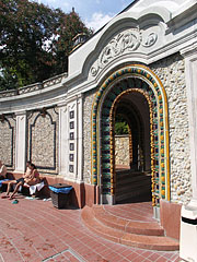 The decorative retaining wall around the wave pool - Budapeszt, Węgry