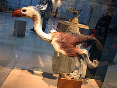 Feathered dinosaurs exhibition, model of a prehistoric flightless bird - Budapeszt, Węgry