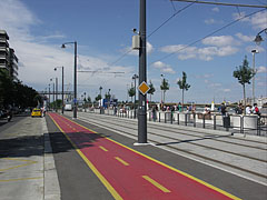 Bike path and tram track by the River Danube at the Batthyány Square - Budapeszt, Węgry