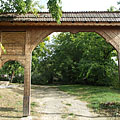 Carved szekely gate in the protestant cemetery - Mogyoród, Унгария