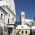 Snow piles in the square in front of the Town Hall (and the Castle Church is in the background) - Szentendre, Унгария