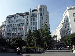 The west side of the Deák Square, and the high Art Nouveau style apartment building (former Modern & Breitner Department Store) - Budapest, Ungarn
