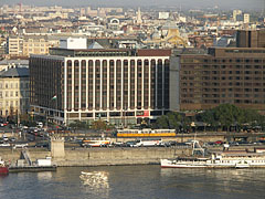 The well-known hotels on the Pest-side banks of the Danube: the Hotel Sofitel Budapest and the Hotel InterContinental - Budapest, Ungarn