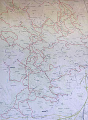 """Topographic map of the Buda Hills (""""Budai-hegység"""") on an information board - Budapest, Ungarn"""