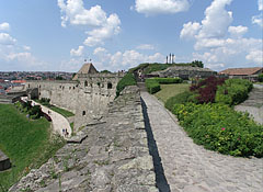 The massive southern wall of the Eger Castle, as well as the crosses on the Calvary Hill - Eger (Erlau), Ungarn