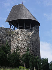 The cannon tower on the corner of the northern outer walls - Nógrád (Neuburg), Ungarn