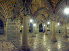 The columns of the late-11th-centiry-built five-aisled lower church or crypt - Pécs (Fünfkirchen), Ungarn
