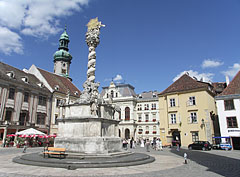 """Holy Trinity Column in the main square, in front of the Kecske Church (or literally """"Goat Church"""") - Sopron (Ödenburg), Ungarn"""