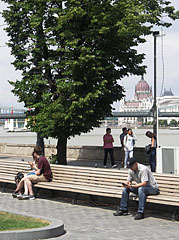 Riverside promenade in Buda, somewhere around the Buda Castle Bazaars - Budapest, Ungarn