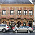 Tárnok Café & Brewery in the medieval house with painted facade - Budapest, Ungarn