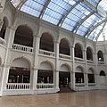 The arcaded great atrium (glass-roofed hall) of the Museum of Applied Arts - Boedapest, Hongarije
