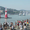 Crowd on the riverside embankment of Pest, on the occasion of the Red Bull Air Race - Boedapest, Hongarije