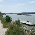 "The riverbank of Danube on the Népsziget (literally ""People's Island"") - Boedapest, Hongarije"