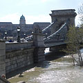 The Pest-side abutment of the Széchenyi Chain Bridge, with the Royal Palace of the Buda Castle in the background - Boedapest, Hongarije