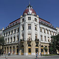 """The completely renovated Post Palace (""""Postapalota"""") now shines in its old splendor again - Nagykőrös, Hongarije"""