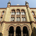 The front wall of romantic and moorish revival style Rumbach Street Synagogue - Budapest, Ungern