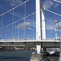 The eastern (Pest-side) pylon of the pure white Elisabeth Bridge - بودابست, هنغاريا