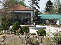 The plant nursery and the Palm House in springtime - Gödöllő, هنغاريا