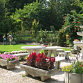 Stone garden furnitures and a fountain in the plant nursery - Gödöllő, هنغاريا