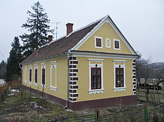 "A yellow dwelling house in the settlement part called ""Siskaszer"" - Őriszentpéter, Hungary"