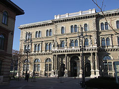 Corvinus University of Budapest, the south eastern facade of the main building - ブダペスト, ハンガリー