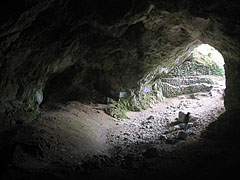 The 115-meter-long Szeleta Cave - Lillafüred, ハンガリー
