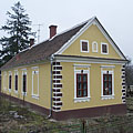 "A yellow dwelling house in the settlement part called ""Siskaszer"" - Őriszentpéter, ハンガリー"