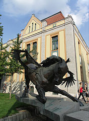 """The horse statue called """"Tálos"""" (the Hungarian word means """"steed"""" and """"shaman"""" as well) - 부다페스트, 헝가리"""