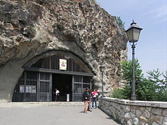 """The gate of the Gellért Hill Cave Church and Chapel (also known as the Our Lady of Hungary Cave Church, in Hungarian """"Magyarok Nagyasszonya sziklatemplom"""") - 부다페스트, 헝가리"""